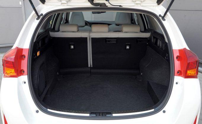 Toyota Auris Hybrid - bagażnik
