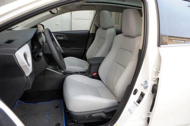 Toyota Auris Hybrid - fotel kierowcy