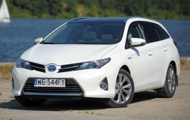 Toyota Auris Hybrid - przód