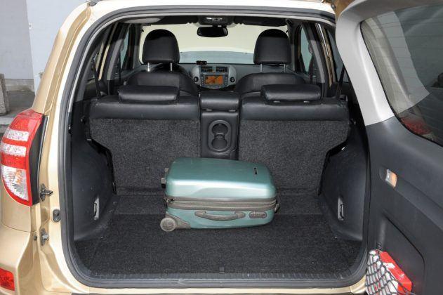 Toyota RAV4 III - bagażnik
