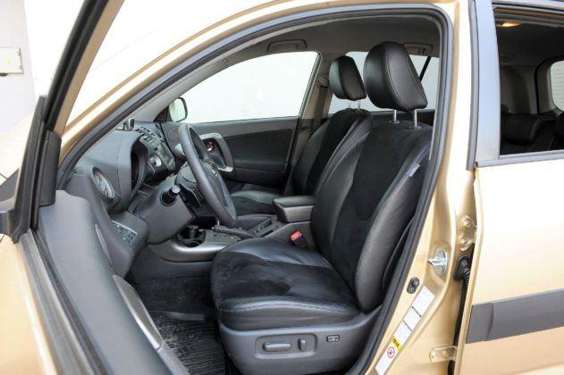 Toyota RAV4 III - fotel kierowcy