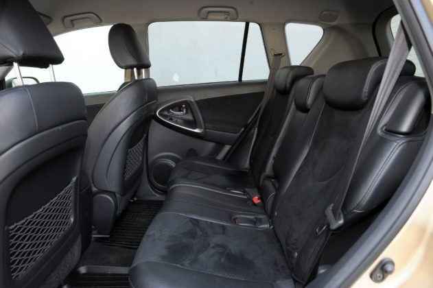 Toyota RAV4 III - kanapa