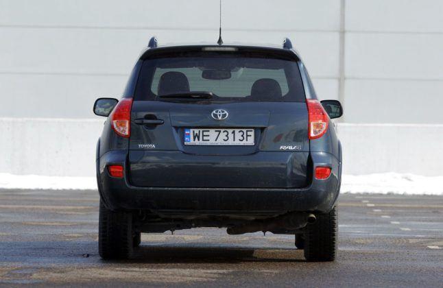 Toyota RAV4 III - wersja bez koła zapasowego