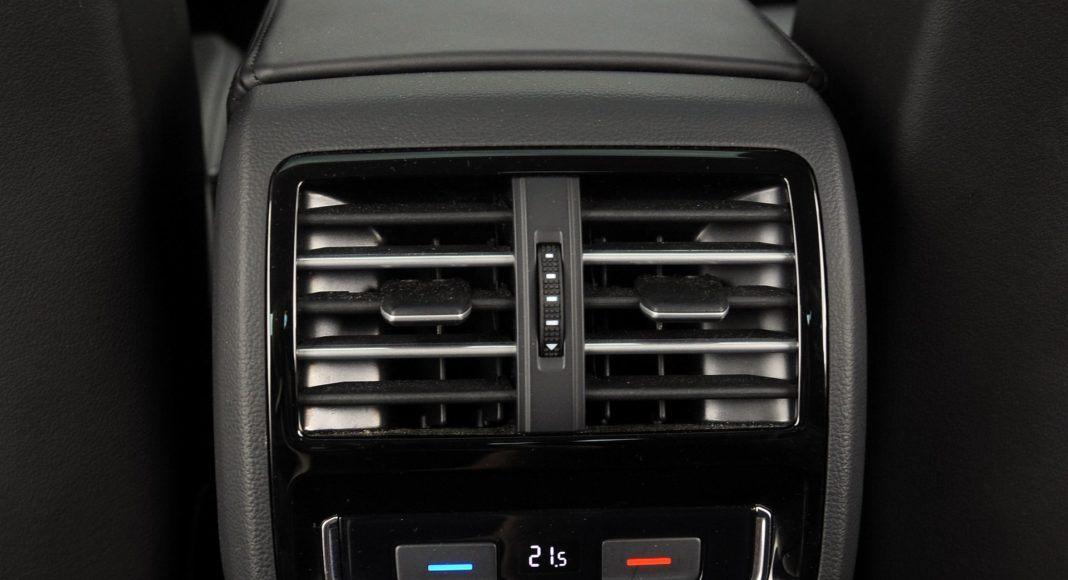Volkswagen Passat - panel