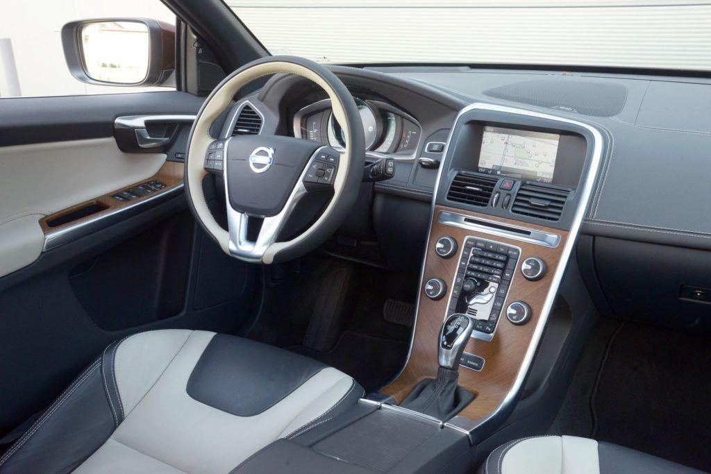 Volvo XC60 - deska rozdzielcza