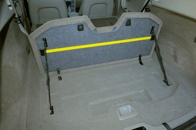 Volvo XC60 - półka bagażnika