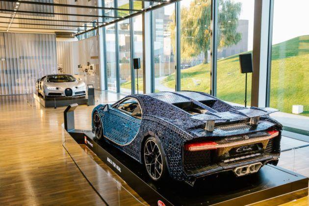 """Bugatti Chiron """"prawdziwy"""" i z klocków LEGO w muzeum Autostadt w Wolfsburgu"""