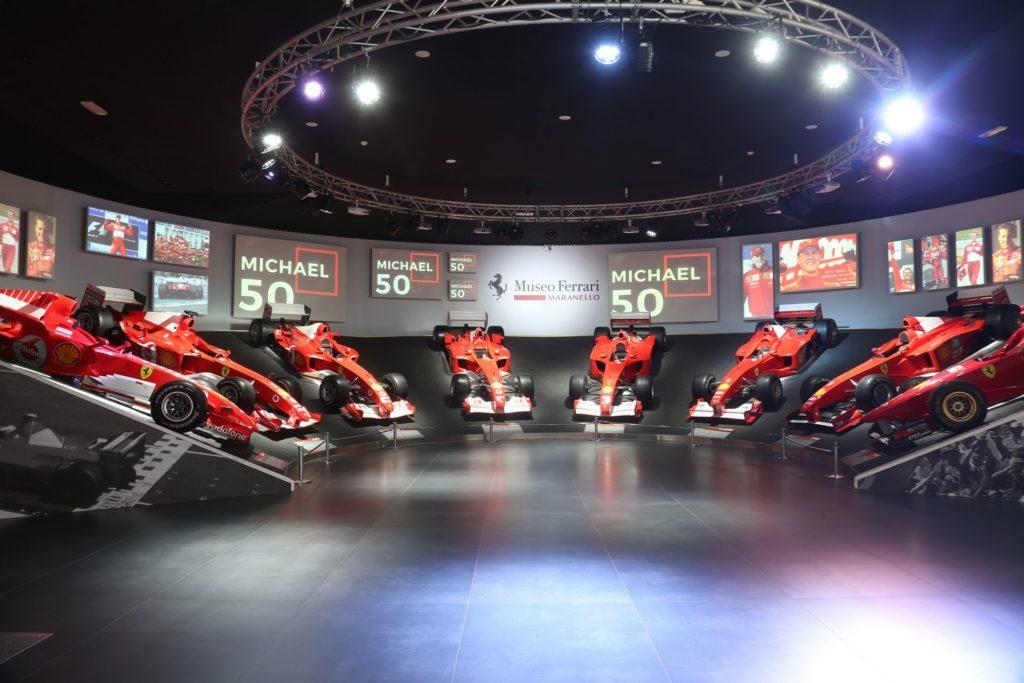 Wystawa z okazji 50. urodzin Michaela Schumachera w muzeum Ferrari w Maranello
