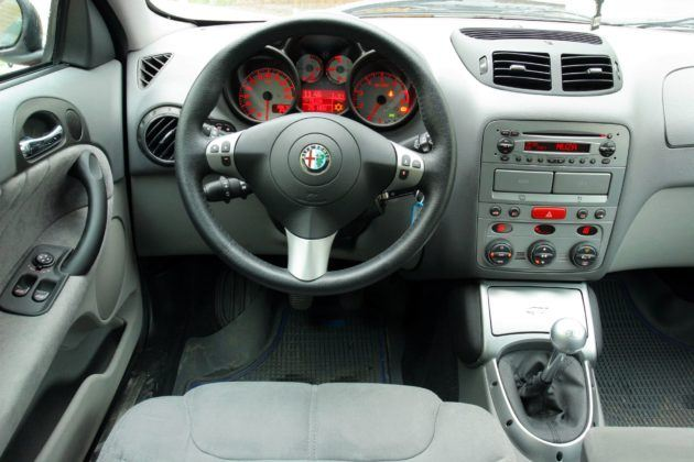 Alfa Romeo GT - deska rozdzielcza