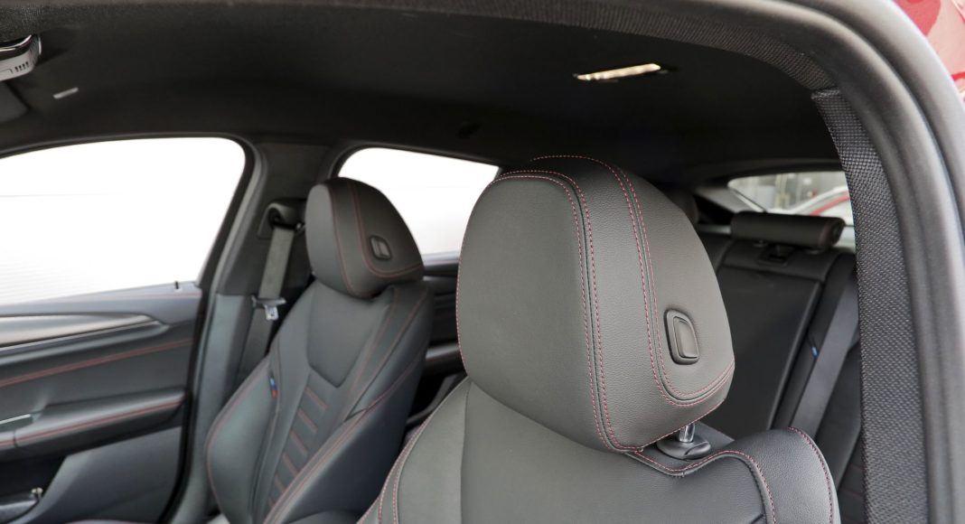 BMW X4 - zagłówki