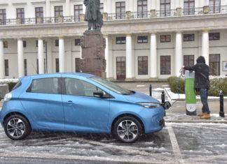 Raport: samochodów elektrycznych będzie... za dużo!