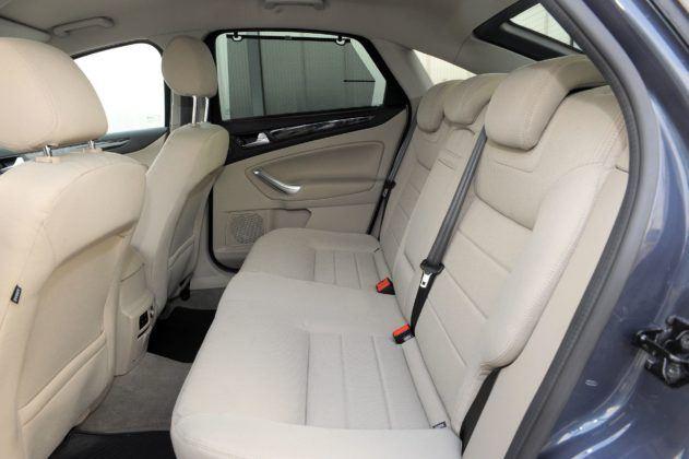 Ford Mondeo IV - kanapa