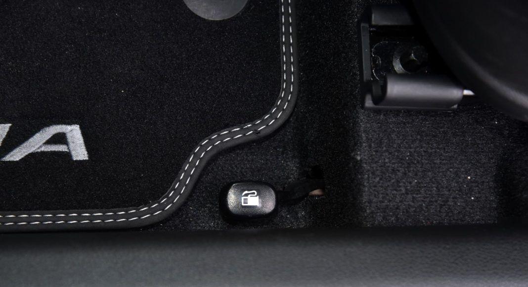 Hyundai Kona - otwieranie baku