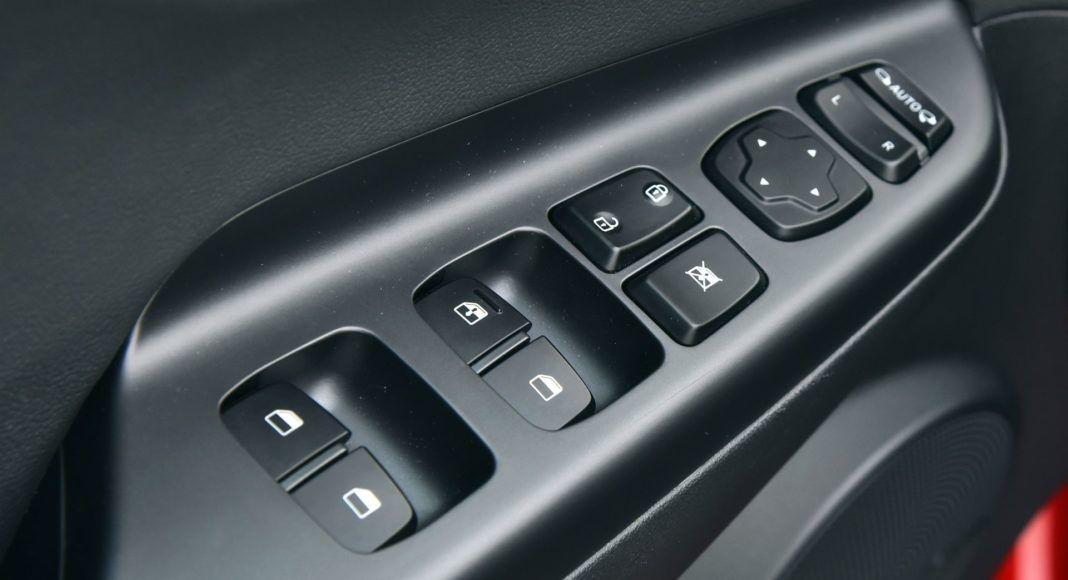 Hyundai Kona - przyciski szyb