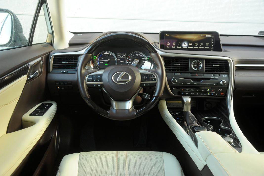 Lexus RX 450hL - deska rozdzielcza