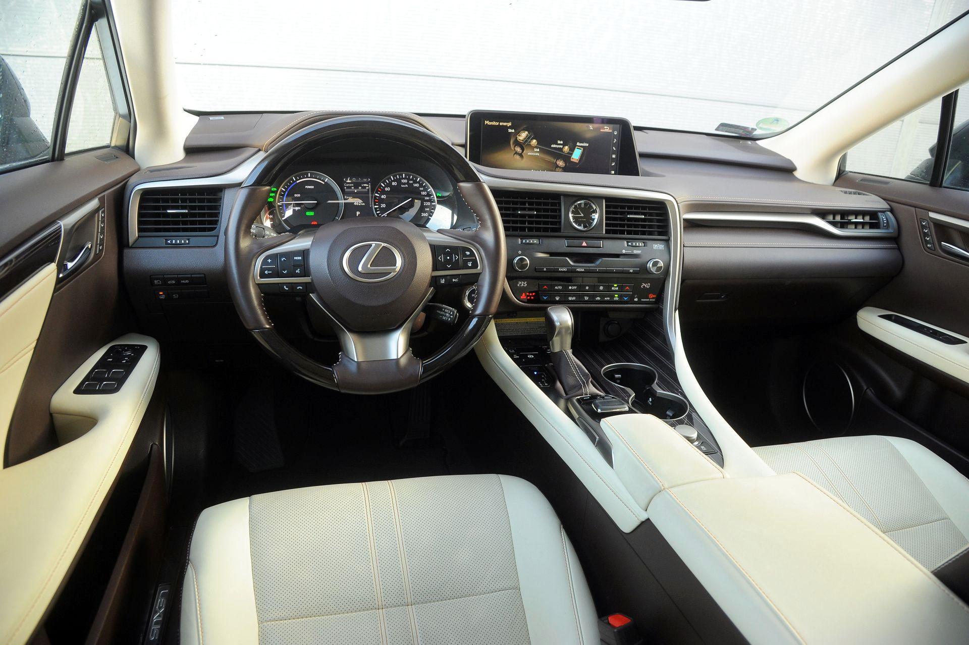 Lexus RX L - deska rozdzielcza