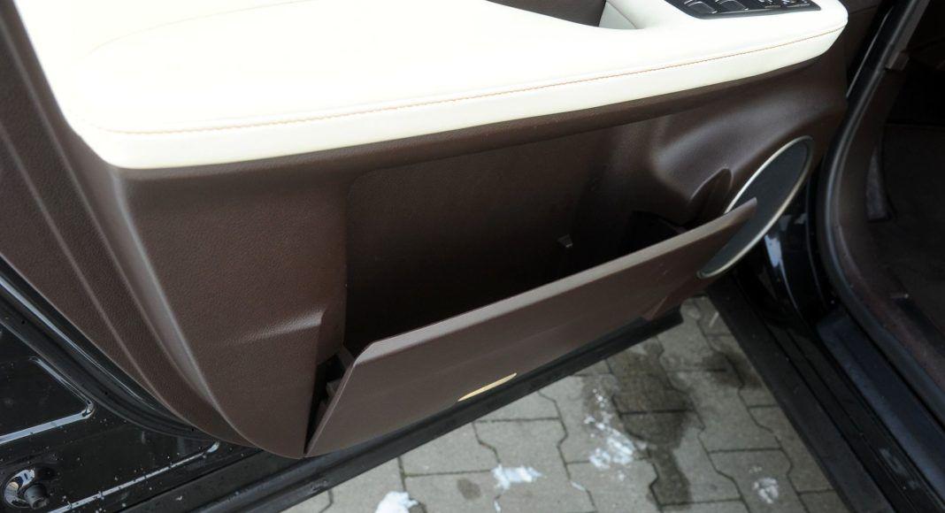 Lexus RX 450hL - kieszeń