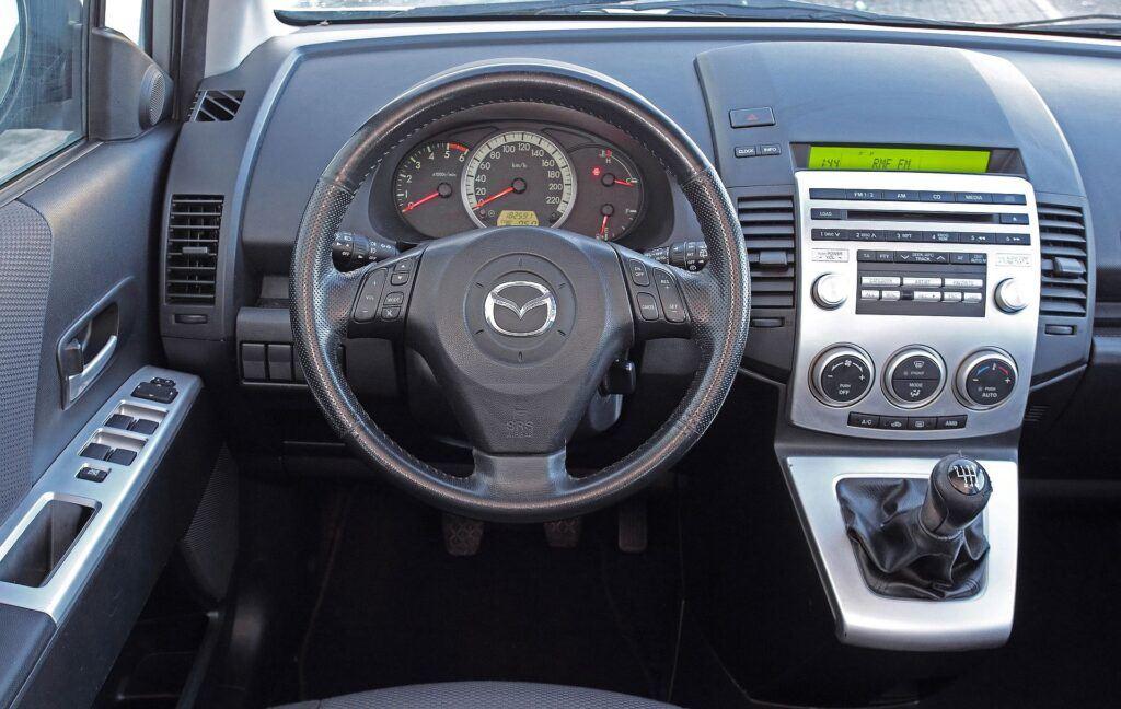 Mazda 5 I deska rozdzielcza