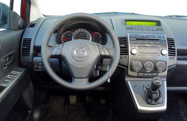 Mazda 5 I deska rozdzielcza (2)