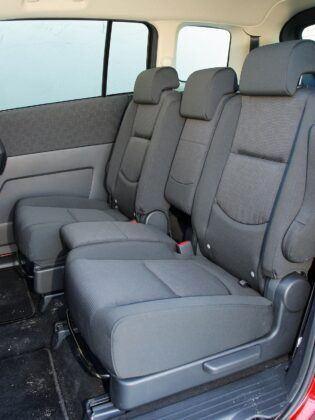 Mazda 5 I kanapa (2)