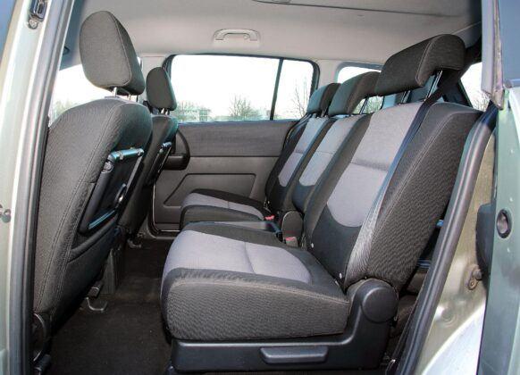 Mazda 5 I kanapa