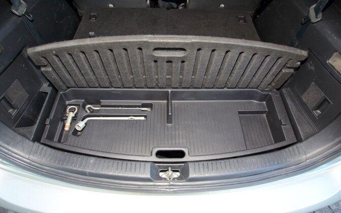Mazda 5 I schowek