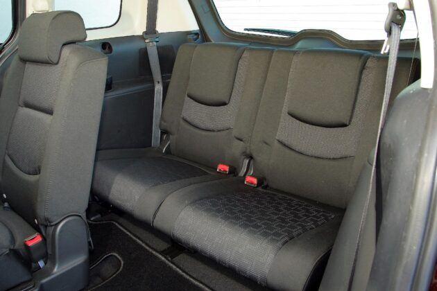Mazda 5 I trzeci rząd siedzeń (2)