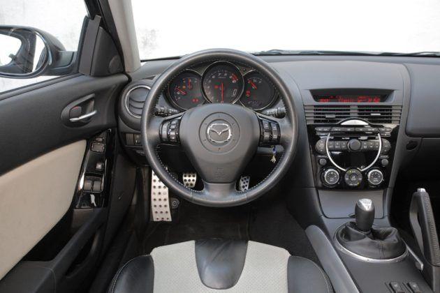 Mazda RX-8 - deska rozdzielcza