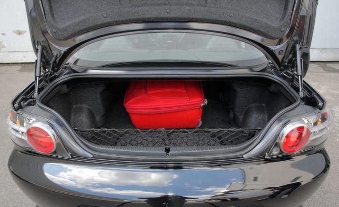 Mazda RX-8 - bagażnik