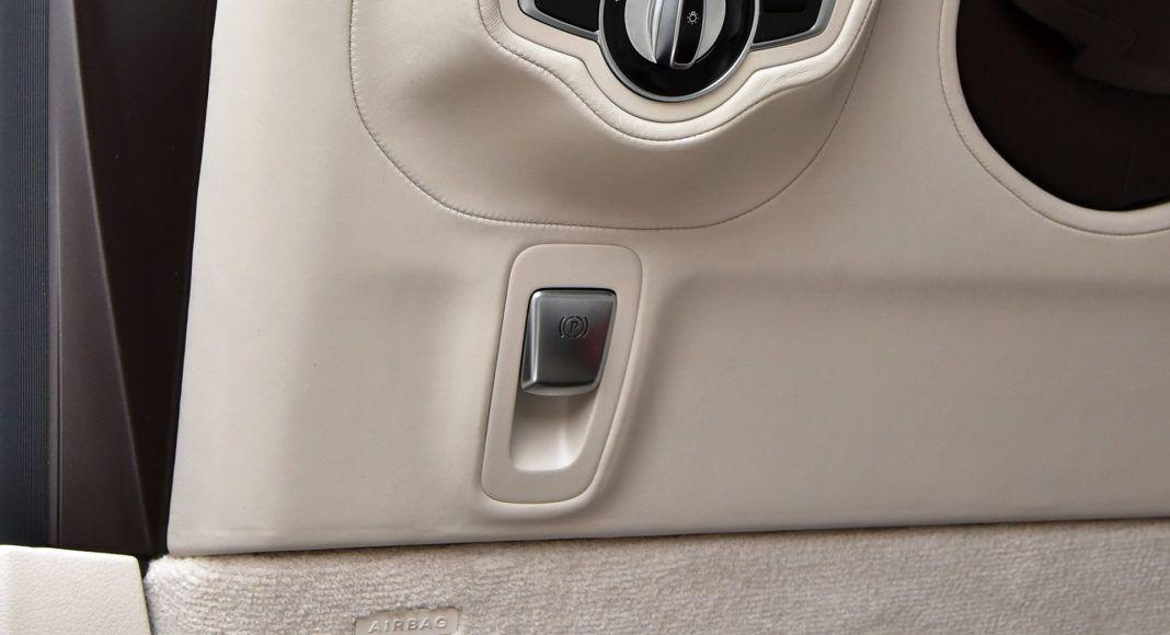 Mercedes G 500 - hamulec ręczny