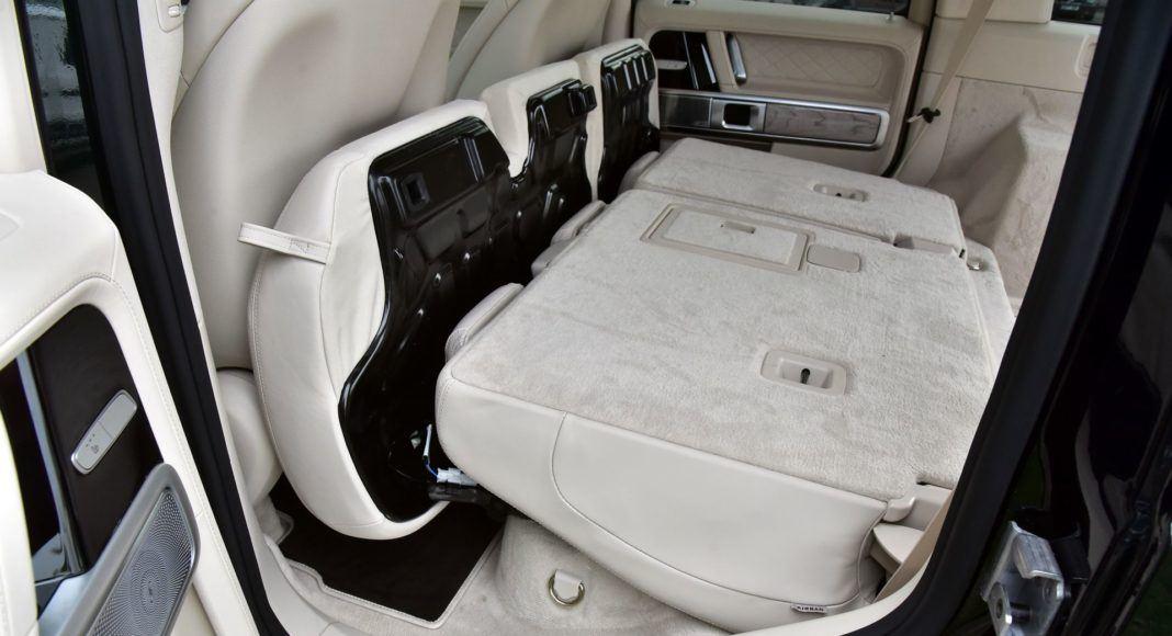 Mercedes G 500 - składanie kanapy