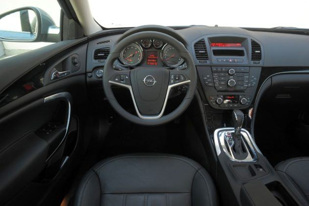Opel Insignia A - deska rozdzielcza
