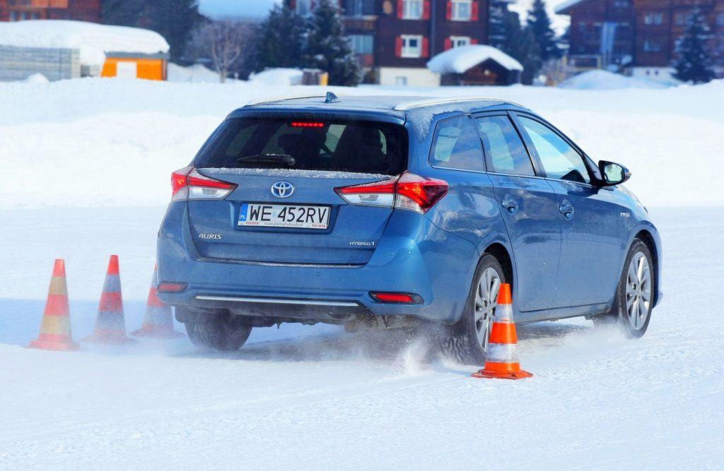 Test opon zimowych 2018 205 55 R16 - hamowanie na śniegu