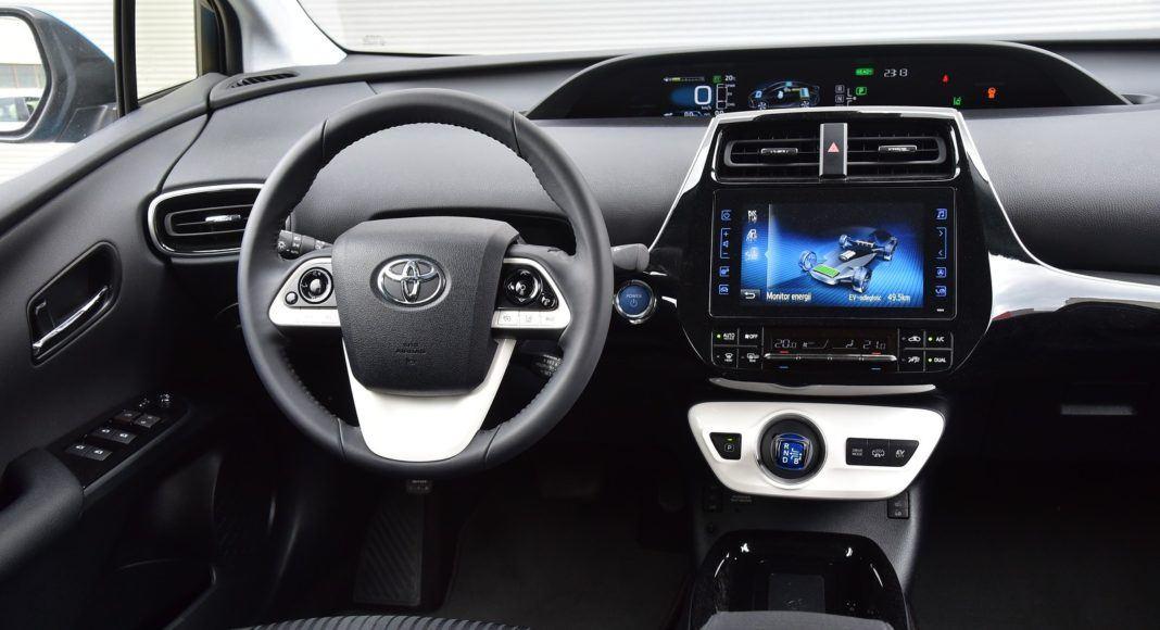 Toyota Prius Plug-In Hybrid - deska rozdzielcza