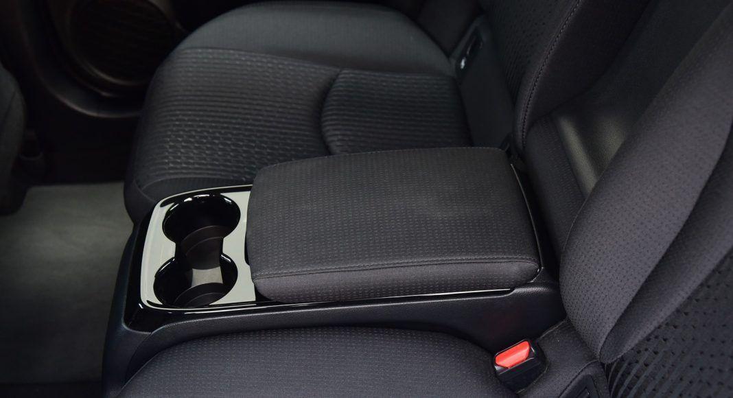 Toyota Prius Plug-In Hybrid - podłokietnik