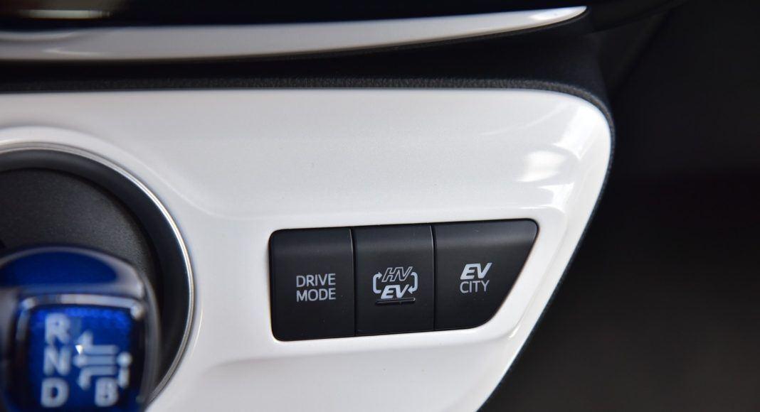 Toyota Prius Plug-In Hybrid - przełączniki