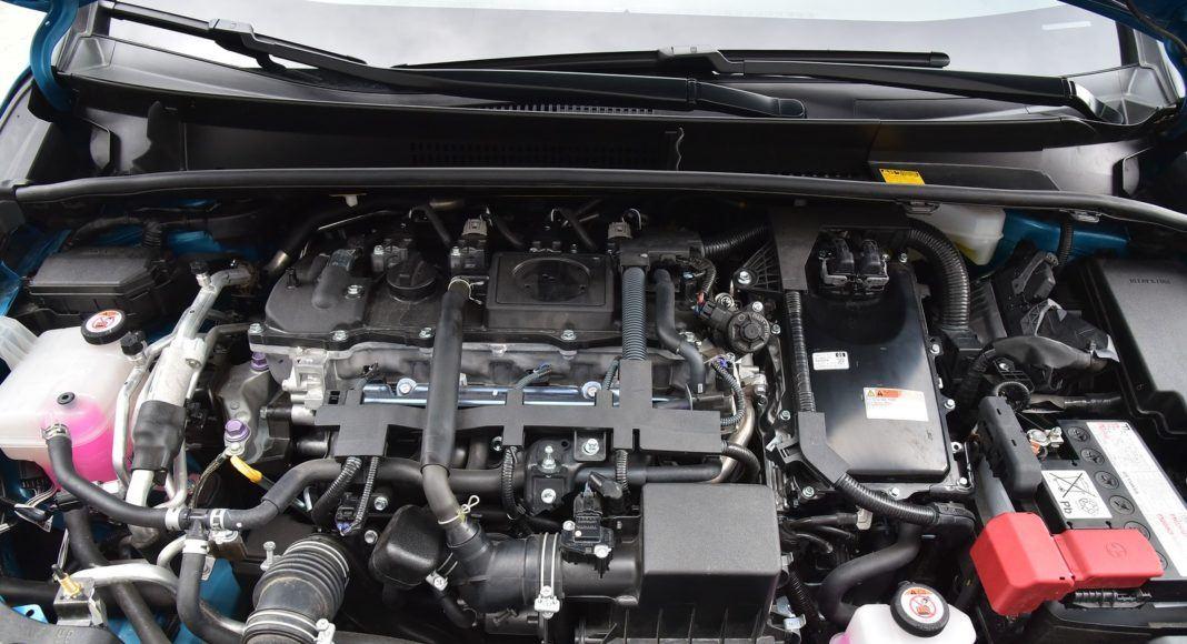 Toyota Prius Plug-In Hybrid - silnik bez osłony