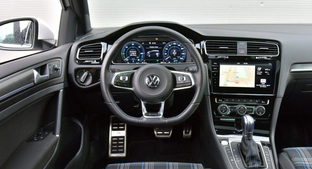Volkswagen Golf GTE - deska rozdzielcza