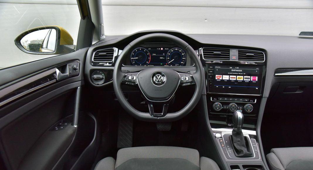 Volkswagen Golf 1.5 TSI - deska rozdzielcza