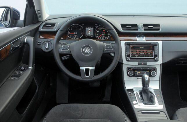 Volkswagen Passat B7 deska rozdzielcza