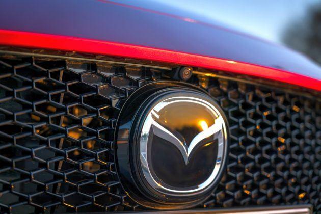 Mazda 3 (2019) - osłona chłodnicy