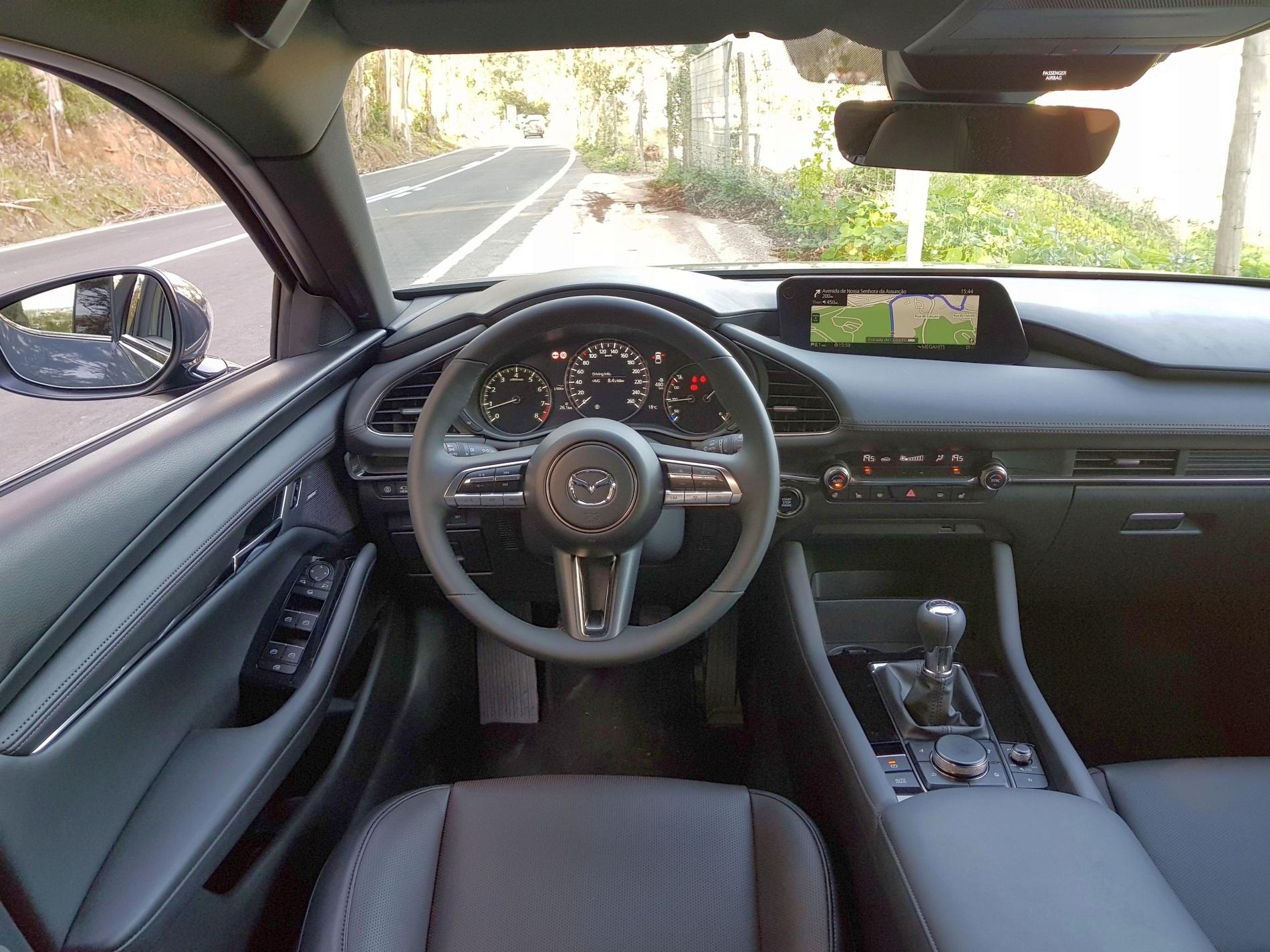Mazda 3 (2019) - kokpit