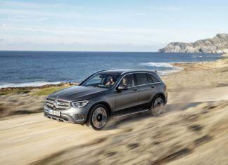 Mercedes GLC po liftingu - nowe silniki i system multimedialny MBUX
