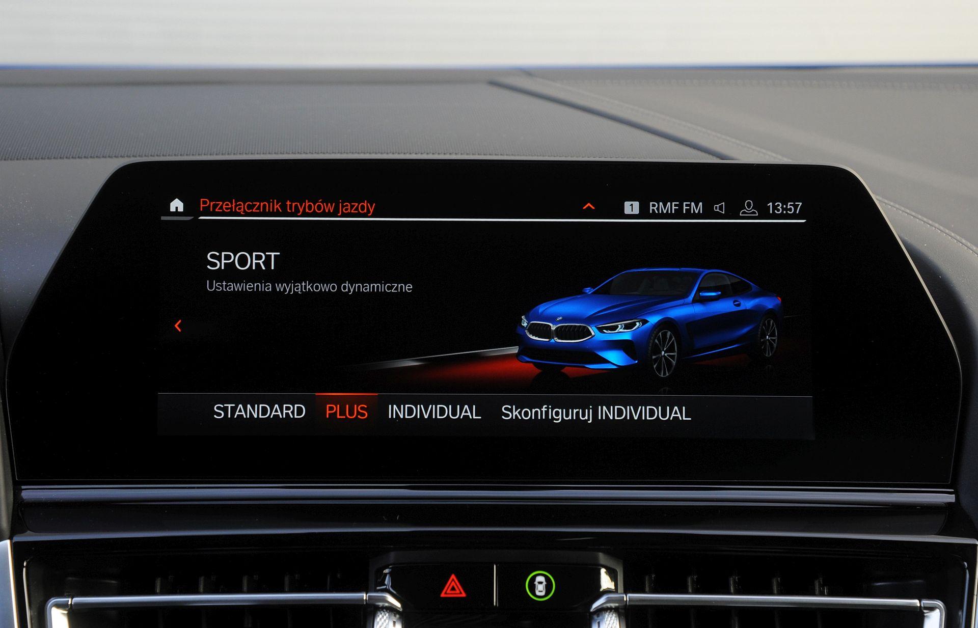 BMW M850i - ekran centralny