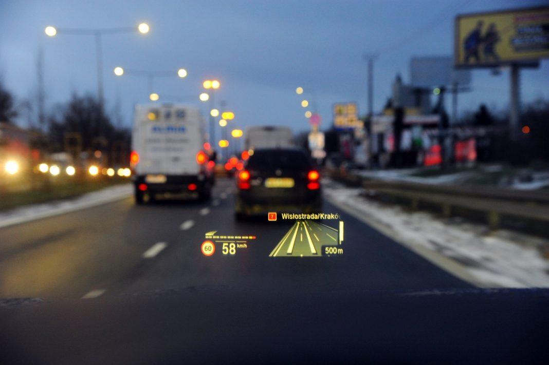 BMW M850i - head up