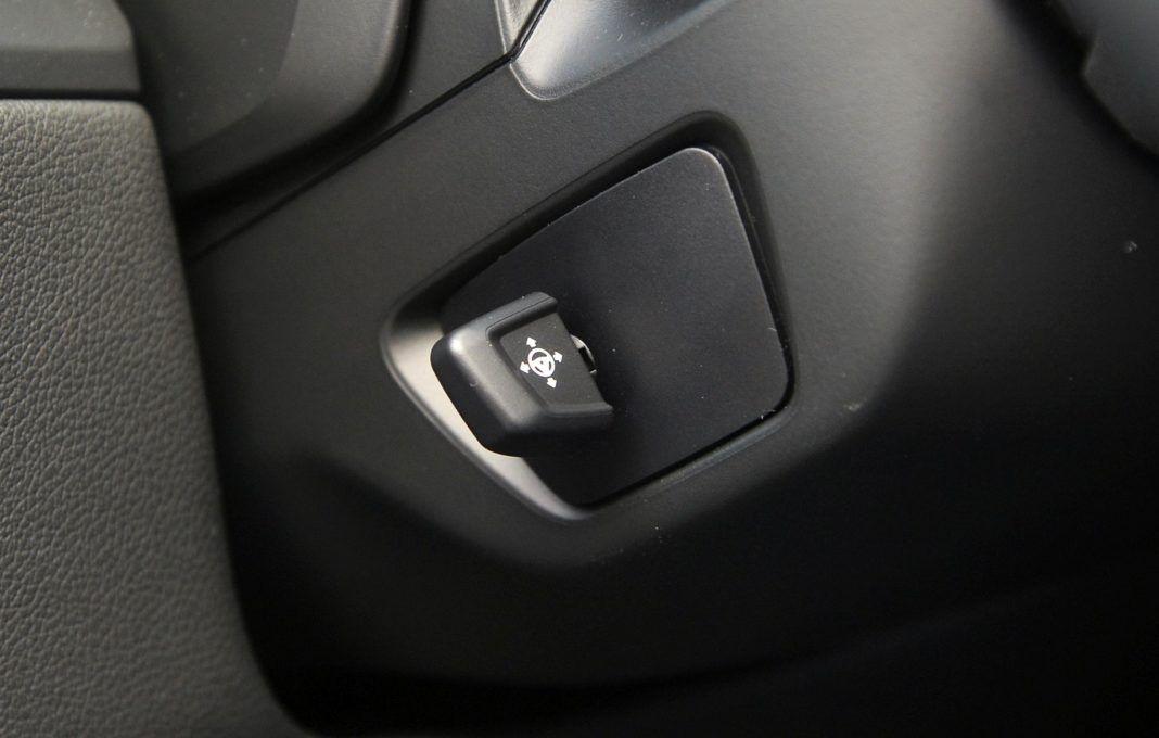 BMW M850i - regulacja kierownicy