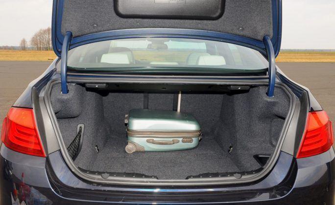 BMW serii 5 (F10) - bagażnik (2)
