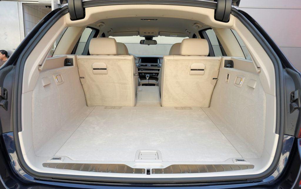 BMW serii 5 (F10) - bagażnik (5)