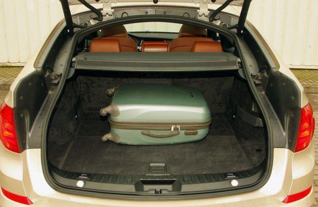 BMW serii 5 (F10) - bagażnik (6)