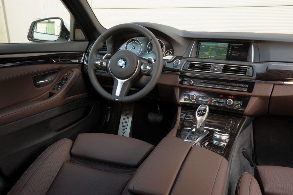 BMW serii 5 (F10) - deska rozdzielcza (4)